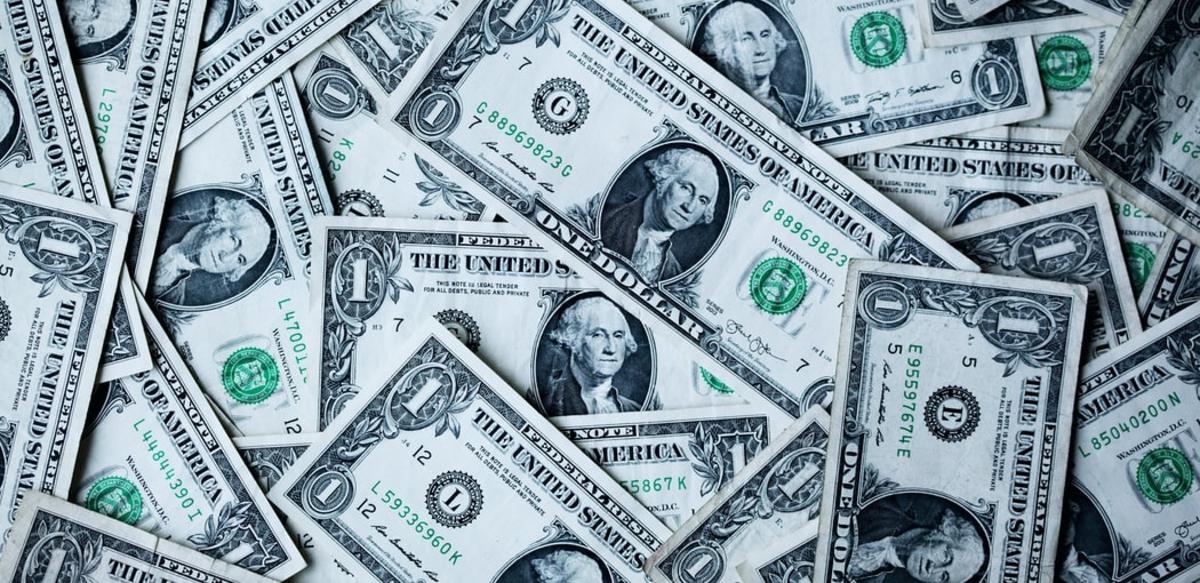 Leyenda de los dólares, Dólar, Dinero