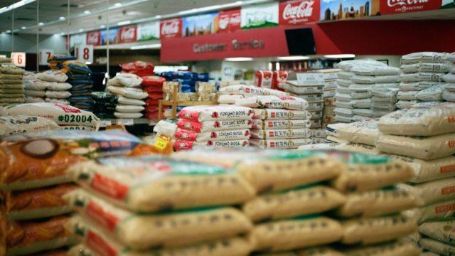 Artículos de despensa en un supermercado (Imagen: Unsplash)