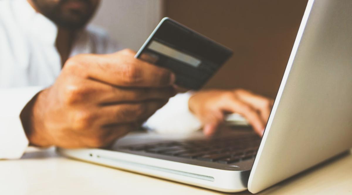 Ventas en línea, E-commerce, Caída de las Ventas en Línea, Tarjetas de crédito