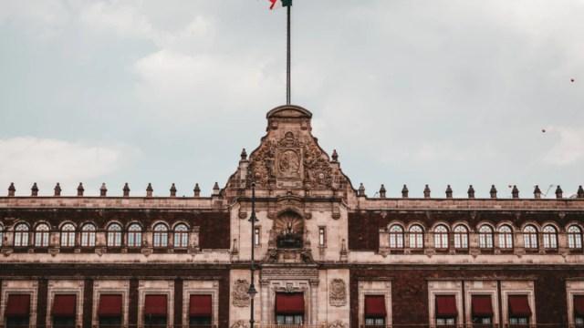 Zocalo, palacio nacional, Estado