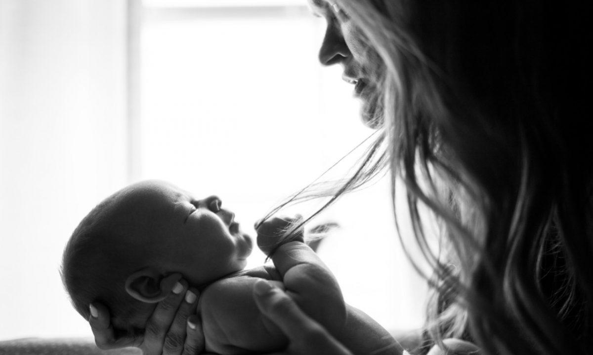 Bautizar el niño (Imagen: Unsplash)