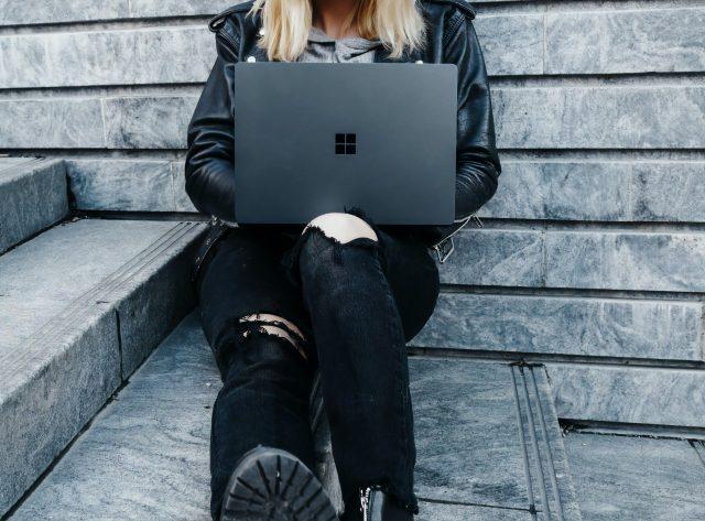 Comprar una computadora para la escuela (Imagen: Unsplash)