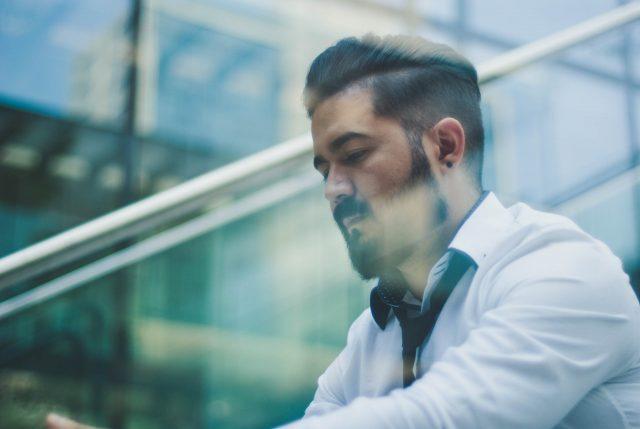 Las barbas no se restringen en el trabajo por el coronavirus (Imagen: Unsplash)