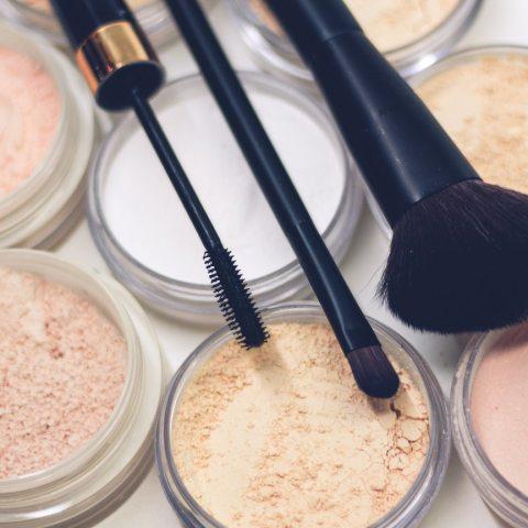 Maquillaje, Caída de Ventas