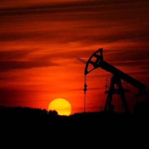 Petróleo supera máximos por primera vez desde marzo