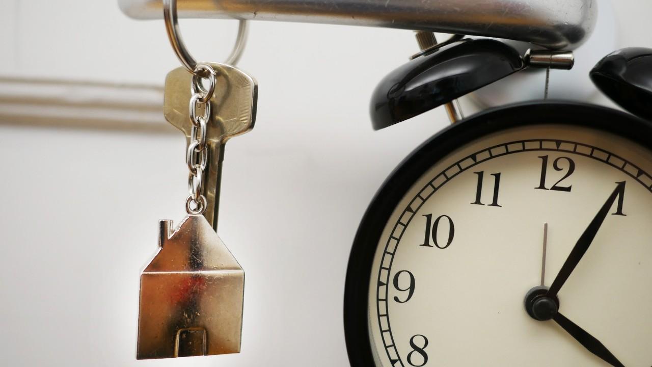 No pierdas el tiempo de tu reloj y checa los requisitos para que concubinos reclamen las llaves de una propiedad de herencia