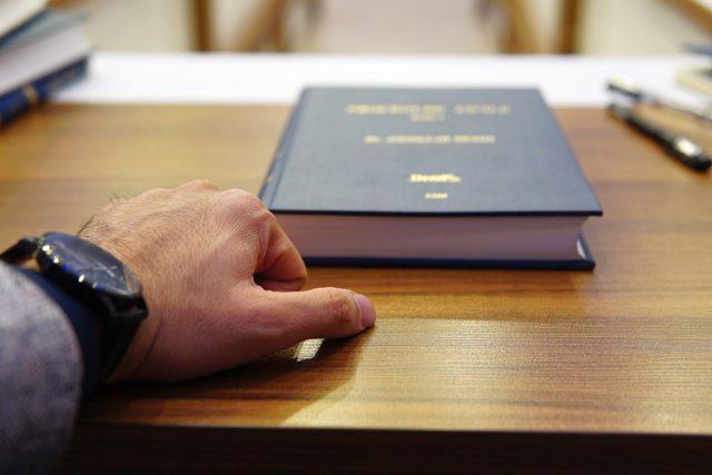 Contratar un abogado (Imagen: Unsplash)