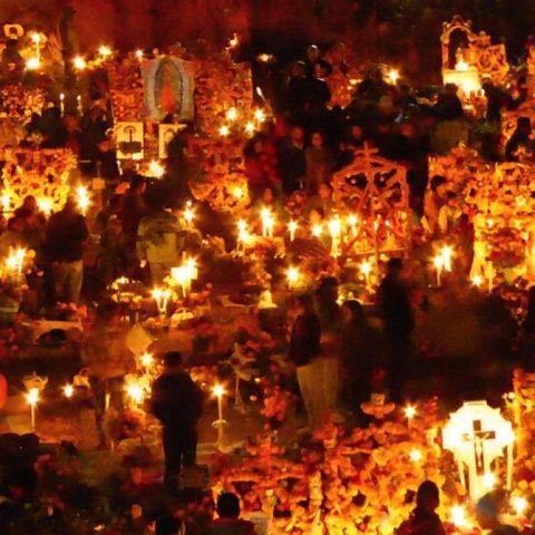 Pátzcuaro, Michoacán en Día de Muertos (Imagen: Twitter @BryanSalef)