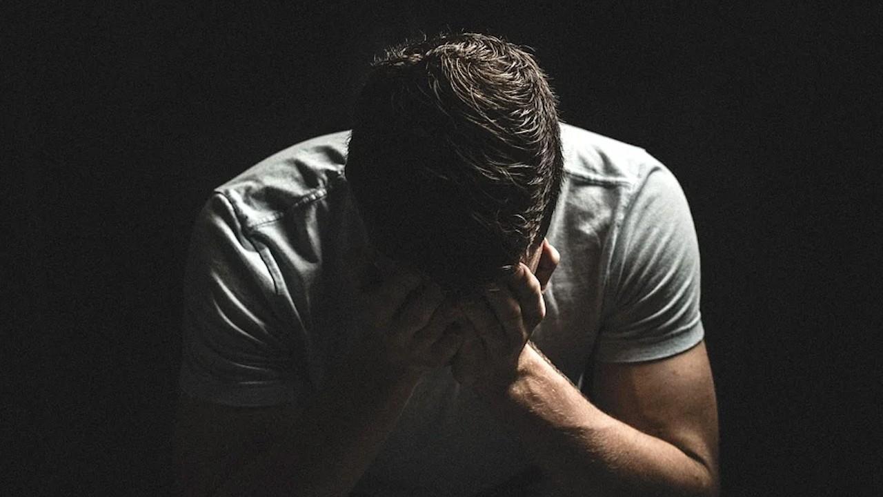 Tristeza en trabajadores. Diferencia entre despedir y finiquito (Imagen: pixabay)