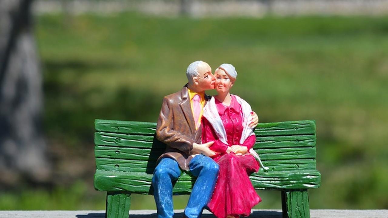 Amor de ancianos viudos con pensión (Imagen: Pixabay)