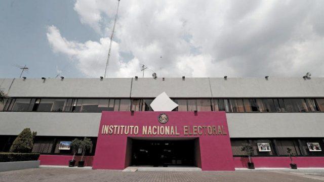 INE y tribunal electoral perderán 2 mil mdp: Recursos irán a programas de AMLO