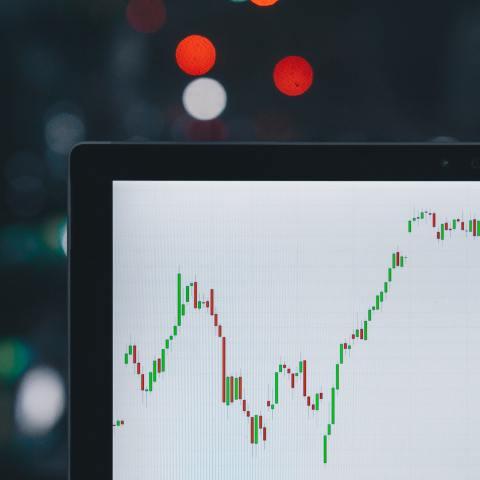 ¿Por qué deberías considerar invertir tu dinero?