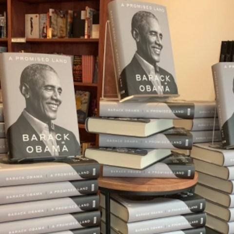 Libro de memorias de Barack Obama (Imagen: Twitter @MahoganyBooks)