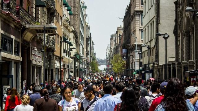 Cierran negocios y calles del Centro Histórico de CDMX por coronavirus
