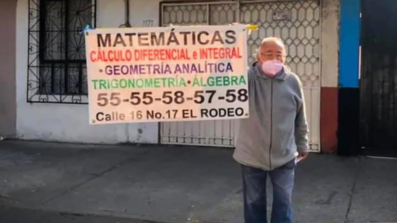 Esto cobra abuelito que ofrece clases de matemáticas en calles de CDMX