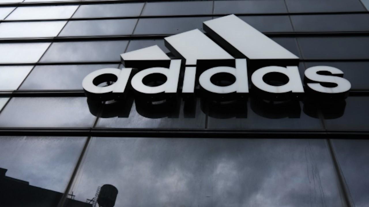 Aparte combustible Involucrado  Adidas podría vender Reebok; anunciará la decisión en marzo
