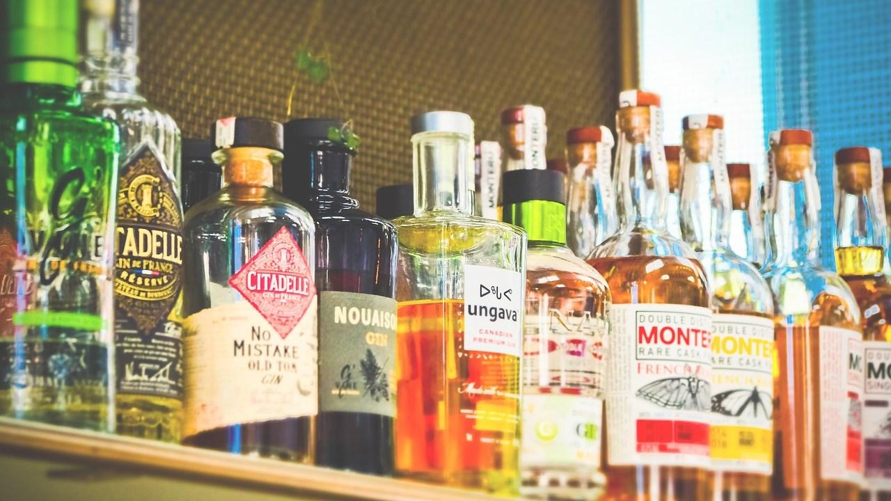 ¿Cómo ahorrar para el retiro mientras compro alcohol?