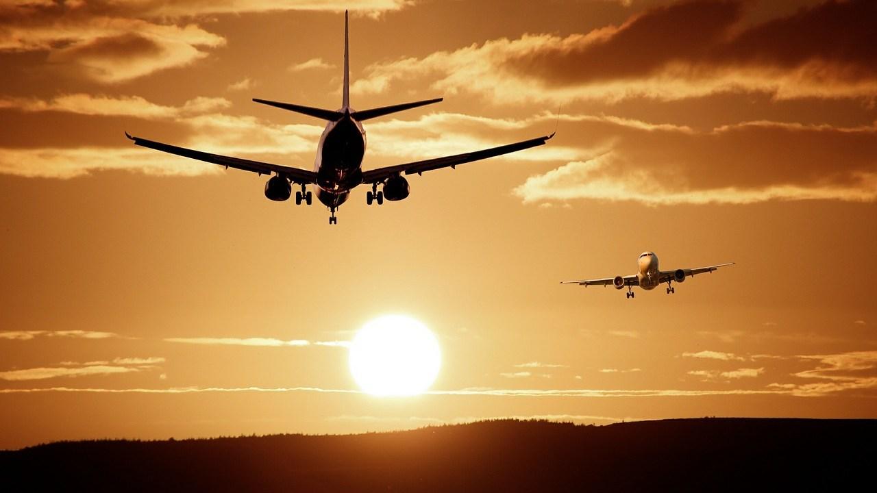 Múltiples países cancelan viajes al Reino Unido ante nueva cepa de coronavirus