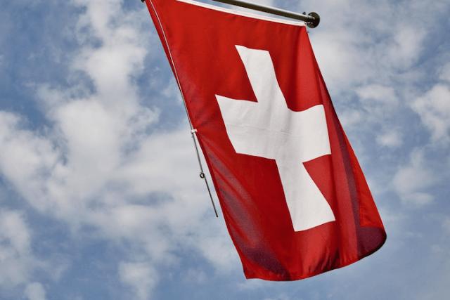 Bandera de Suiza (Imagen: pexels)