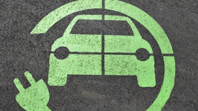 Empresa que fabrica baterías de autos eléctricos generaría trabajos (Imagen: pixabay)