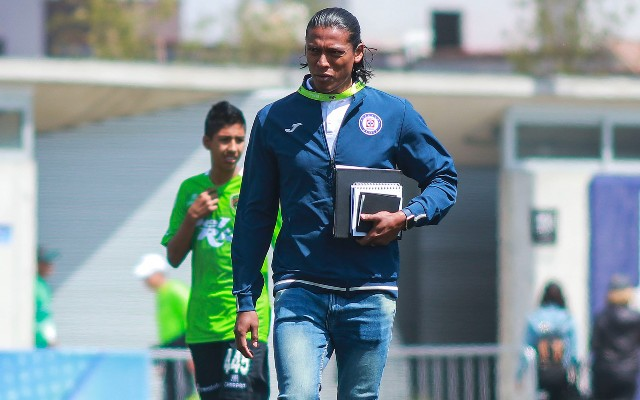 Joel Huiqui comenzó su carrera en los banquillos como auxiliar técnico en la Sub-13 de Cruz Azul