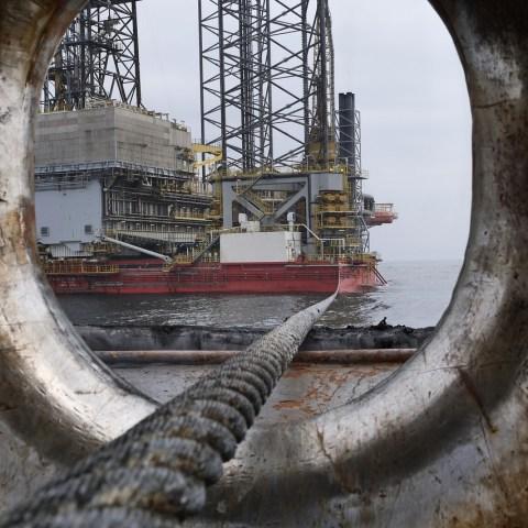 Producción de petróleo cae 0.8% en 2020: CNH