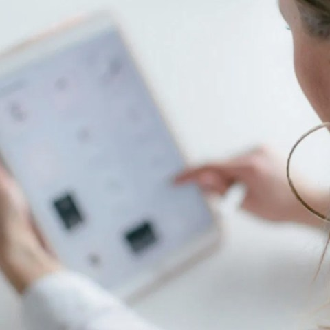 UNAM entrega beca de tablet (Imagen: unsplash)