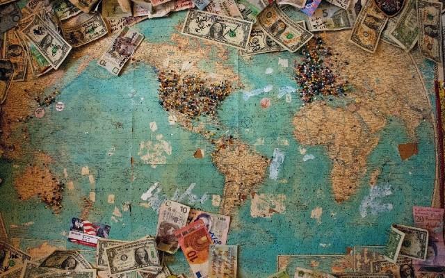 La venta de billetes y monedas se realiza alrededor del mundo