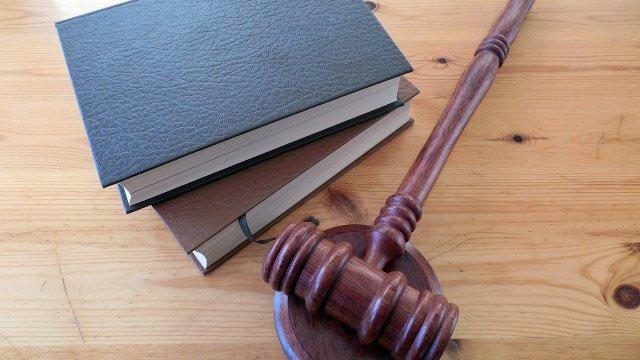Juez suspende acuerdo de Sener que limita comercio de hidrocarburos