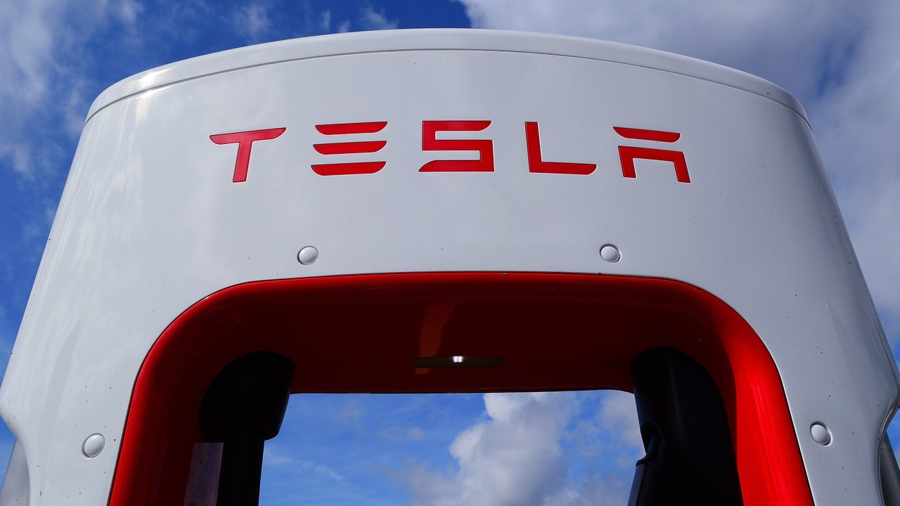 Tesla compra mil 500 mdd en Bitcoin y los aceptará como pago