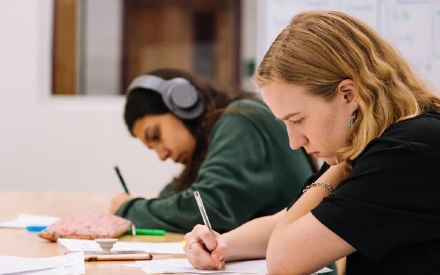 Actualmente existen muchas facilidades para que los estudiantes sigan sus estudios