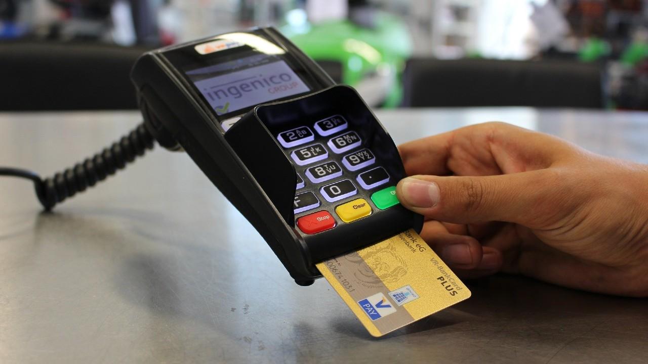 Esto dice la Condusef sobre si los comercios pueden cobrar comisión por pagar con tarjeta