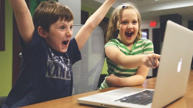 5 consejos para enseñarle a los niños a cuidar su dinero
