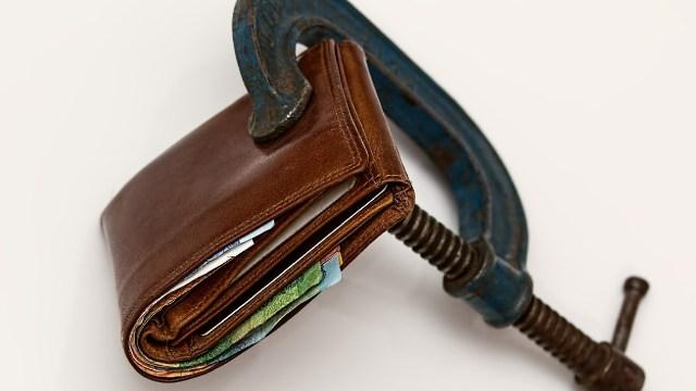 Consejos para no cargar con muchas deudas