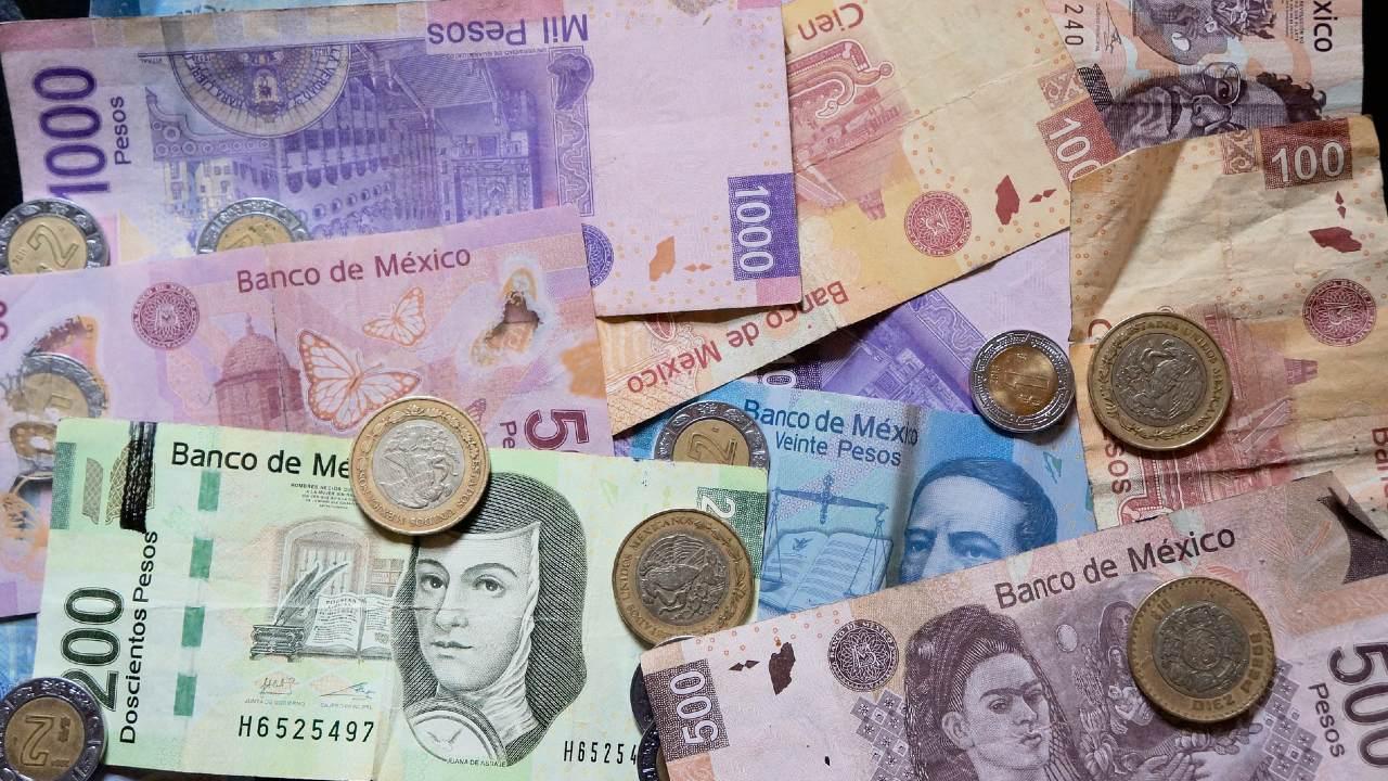 Los bancos están obligados a cambiar billetes y monedas