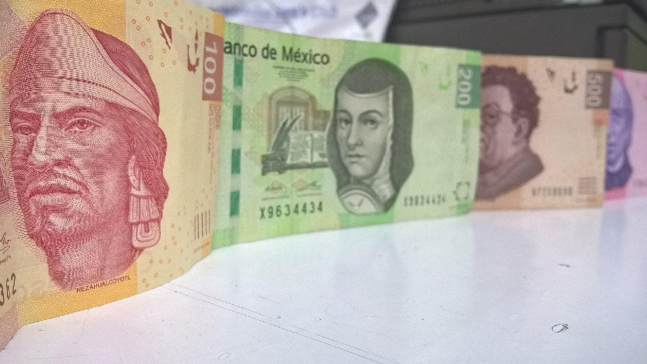 Por qué no existen billetes de 300 pesos en México