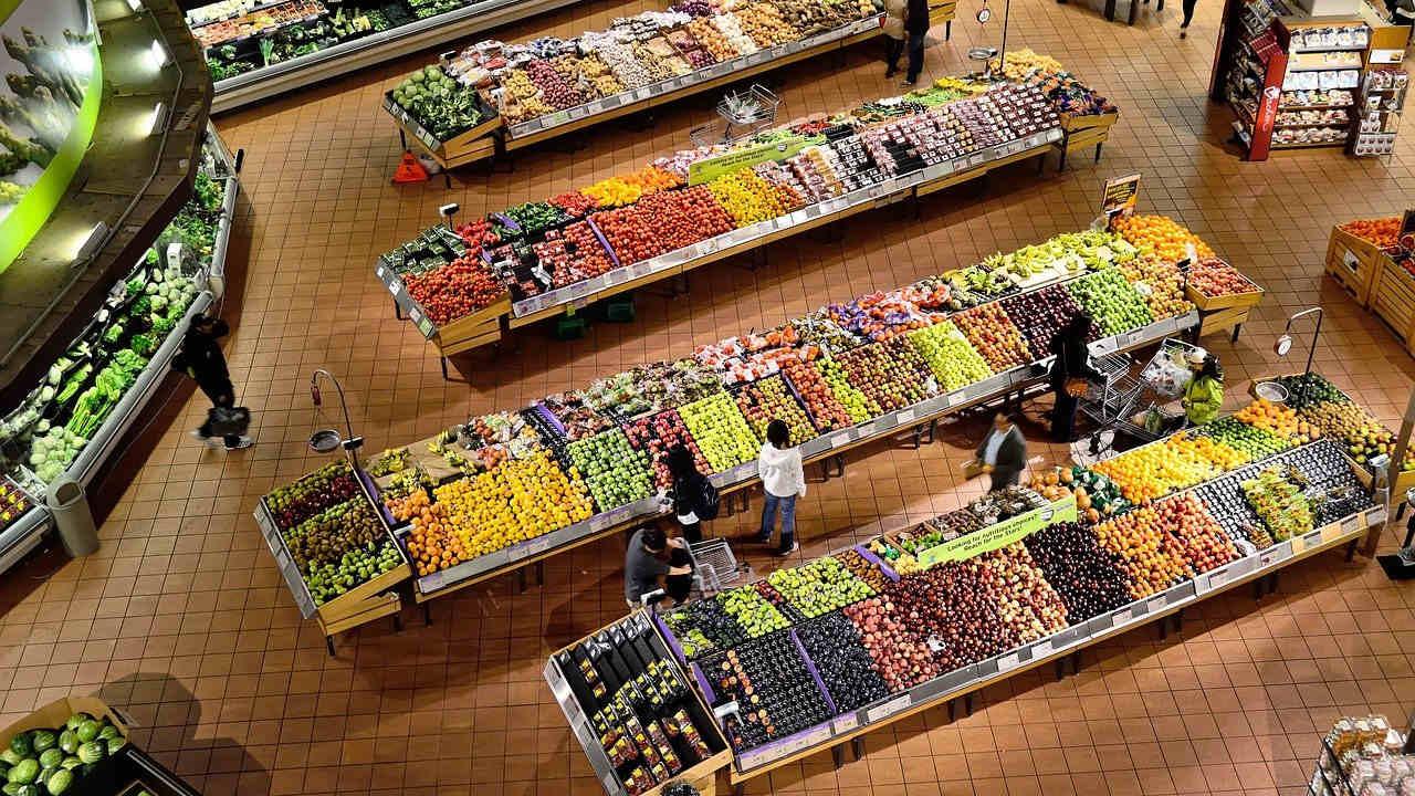 Consejos para ahorrar dinero al comprar comida si los precios suben