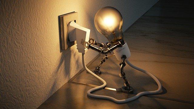 Desconectar los objetos que no estás utilizando y apagar focos también ayudan a ahorrar luz
