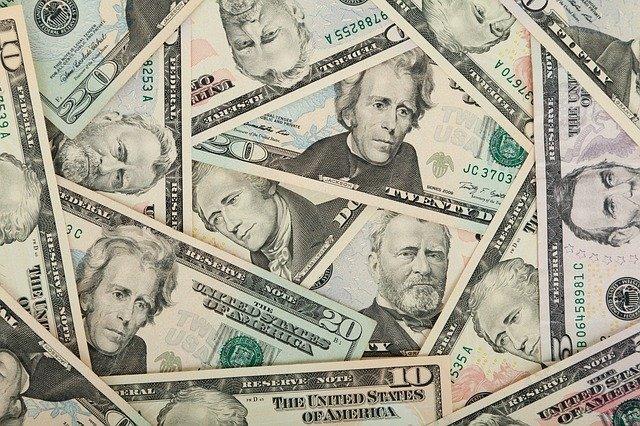 Los dólares tienen un precio especial para Mejía