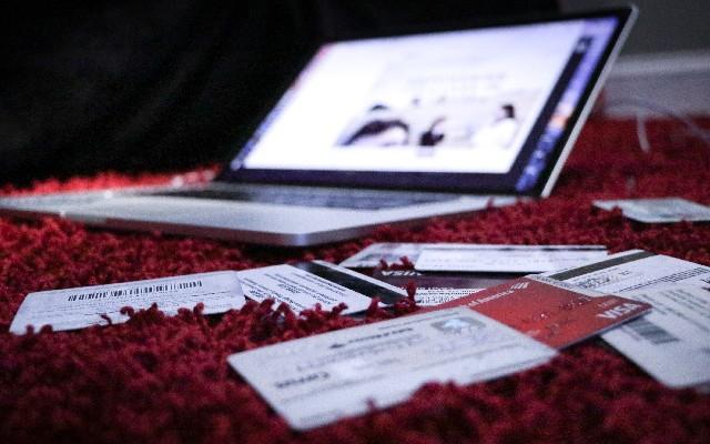No abuses de las tarjetas para no dañar tu historial en el Buró de Crédito
