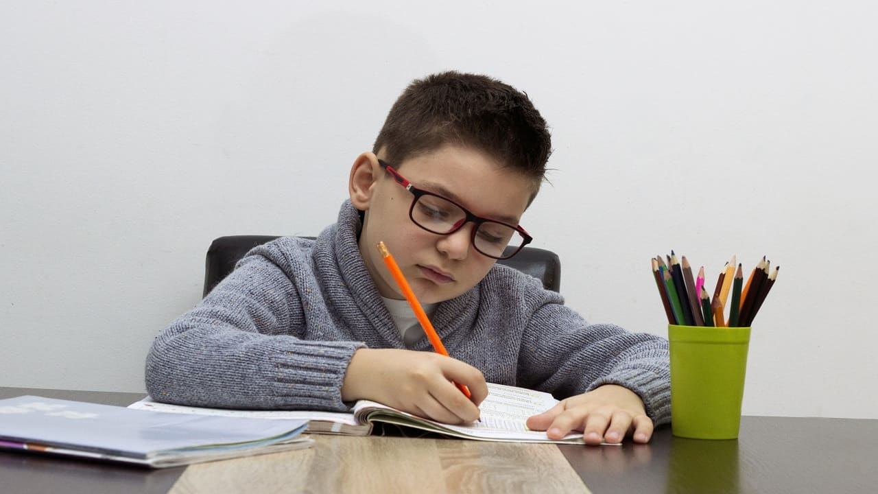Para evitar la deserción escolar, hay unas becas para preescolar, primaria y secundaria para el ciclo escolar 2021-2022