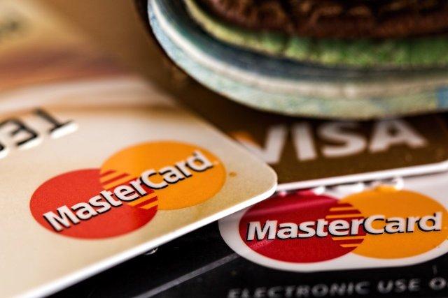 ¿Me conviene pagar mis compras del supermercado con tarjeta de crédito?