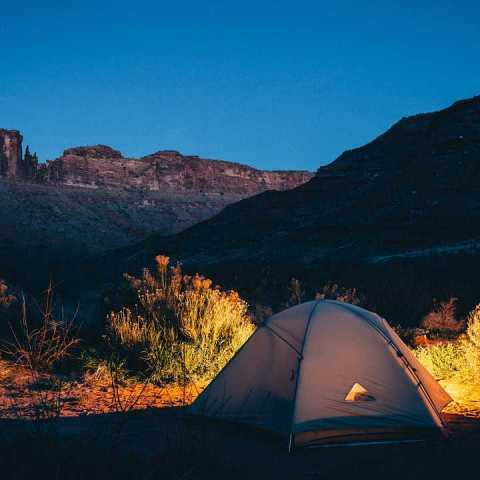 5 formas de ahorrar dinero si sales a acampar
