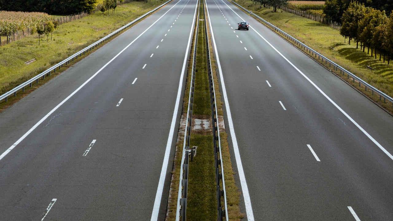 Listan en la BMV Fibra E de EXI para inversión en proyectos carreteros