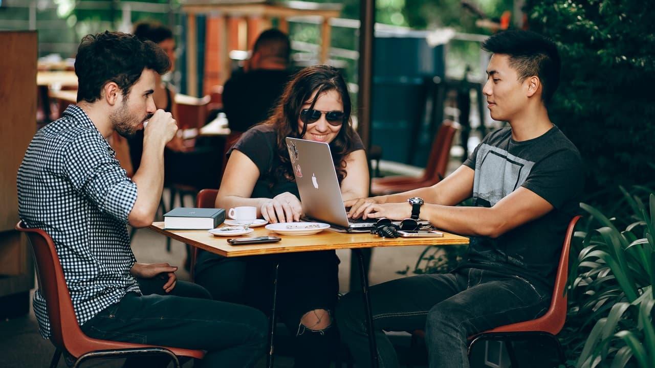 El nivel educativo, ubicación y género influyen de manera directa en el dinero que ganan los Millennials