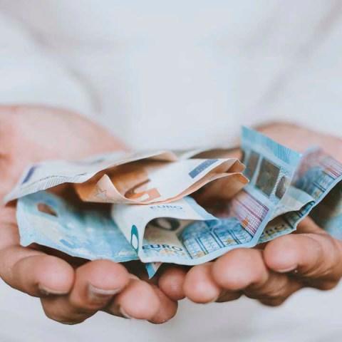 Deuda e ingreso personal