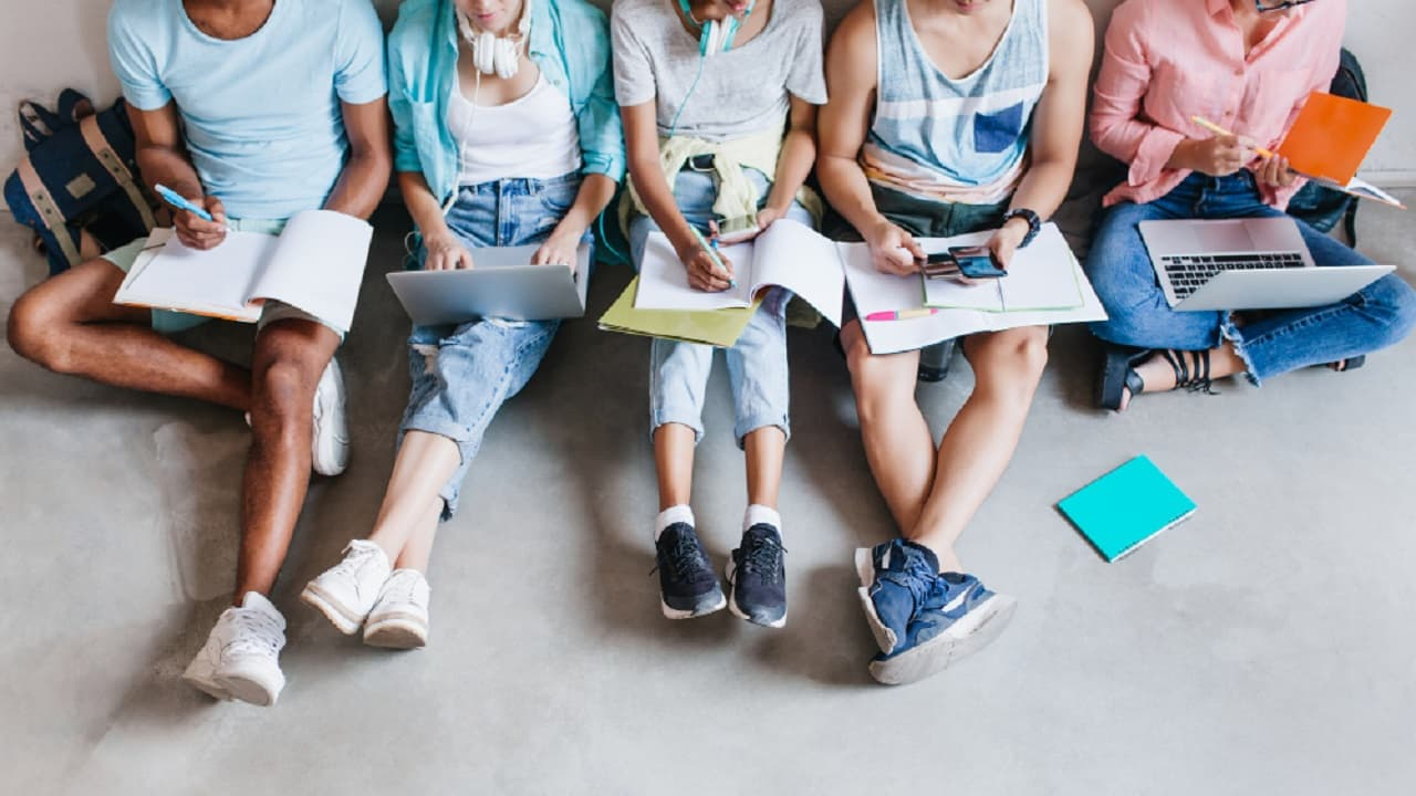 Con el programa Tú Decides, los jóvenes pueden consultar la oferta educativa de las universidades a nivel nacional