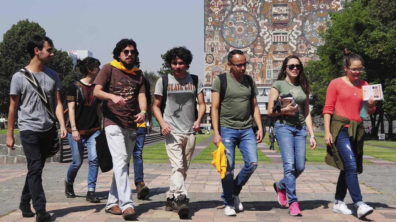 UNAM da becas a alumnos