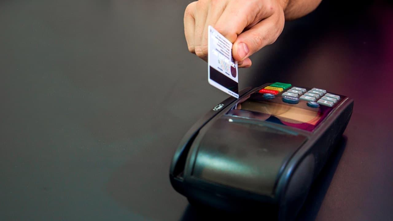Así es como funciona una tarjeta de crédito adicional