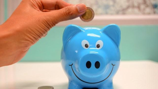 5 formas en que puedes enseñarle a tus hijos el hábito del ahorro